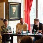 Brigitte Merk-Erbe, Markus Kiesel und Joachim Mildner bei der Buchpräsentation in Wahnfried. Foto: Juan Martin Koch